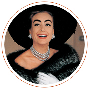 Joan Crawford indossa una collana di Miriam Haskell in perle simulate, 1970 c.